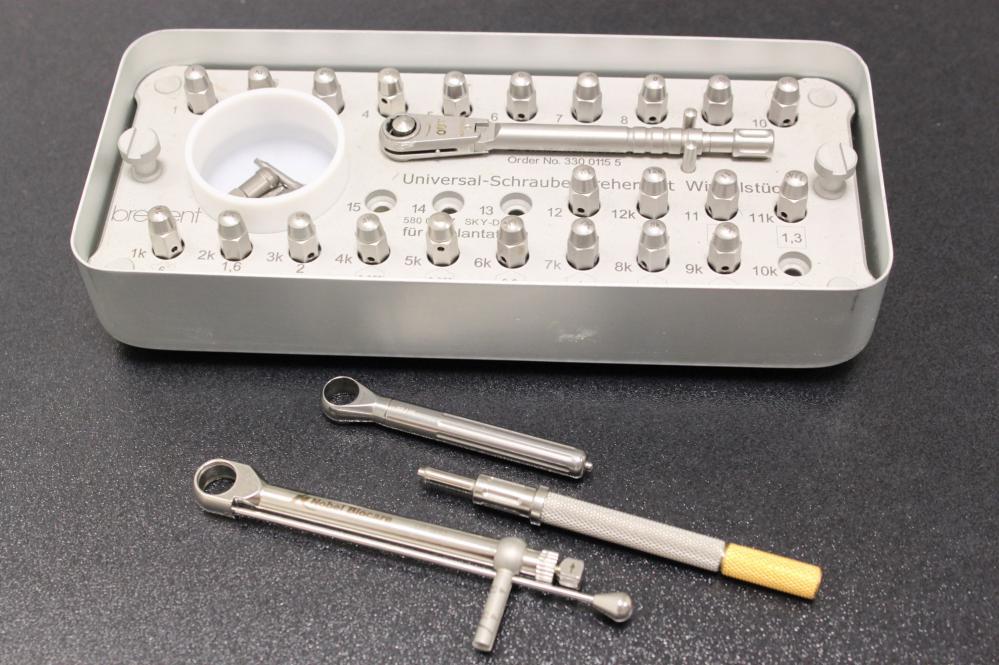 Schlüssel-Set für alle gängigen Implantatsysteme